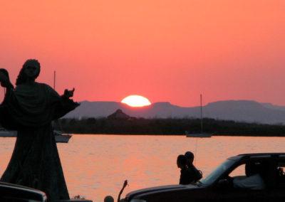 La Paz Statue at Sunset - Photo: Leslie Robins